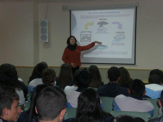 Los escolares participan en un programa de sensibilizaci�n por la Igualdad de Oportunidades y Prevenci�n de Violencia de G�nero en los centros educativos, Foto 2