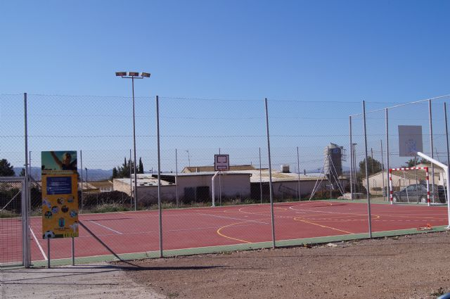 Las concejal�as de Juventud y Deportes proponen, a iniciativa de Juvele, dar el nombre de Juan Jos� Mart�nez Gonz�lez el Navarro a la pista polideportiva de L�bor, Foto 2