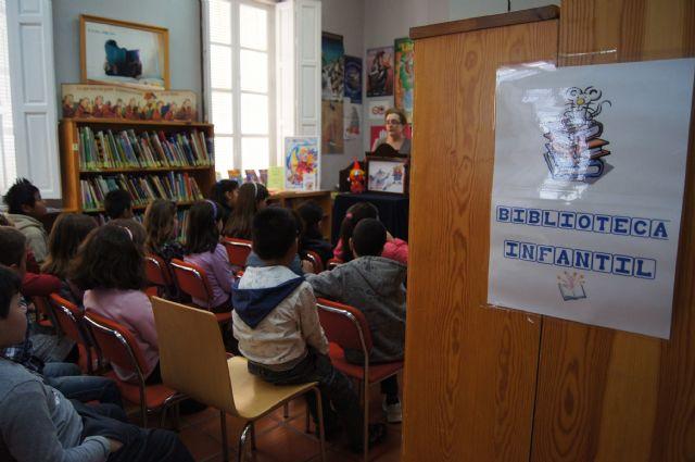 Las bibliotecas municipales realizan varias actividades de animaci�n a la lectura para los escolares, Foto 2