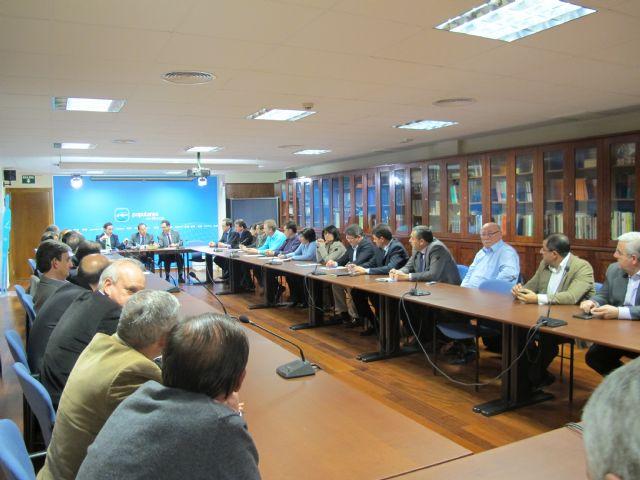El PP coordina iniciativas del Gobierno de la Naci�n con alcaldes y portavoces, Foto 1