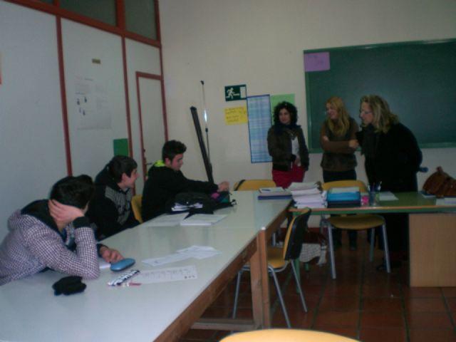 Profesionales del Servicio de Atenci�n a la Diversidad de la Consejer�a de Educaci�n visitan el Aula Ocupacional, Foto 1