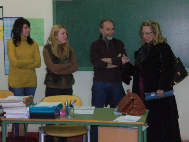 Profesionales del Servicio de Atenci�n a la Diversidad de la Consejer�a de Educaci�n visitan el Aula Ocupacional, Foto 2