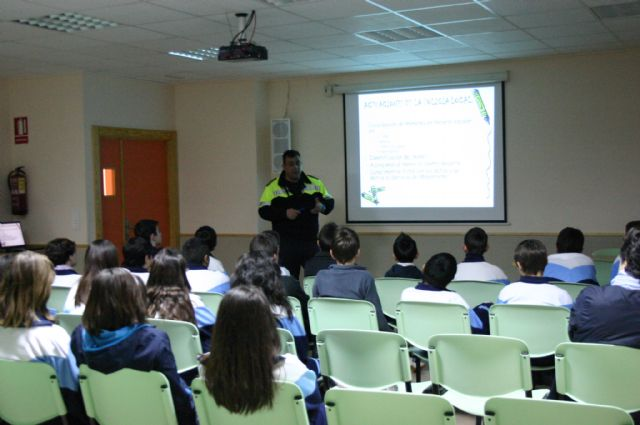 The councils of Education and Public Safety are working with 400 students in the prevention of truancy in the town of Totana, Foto 1