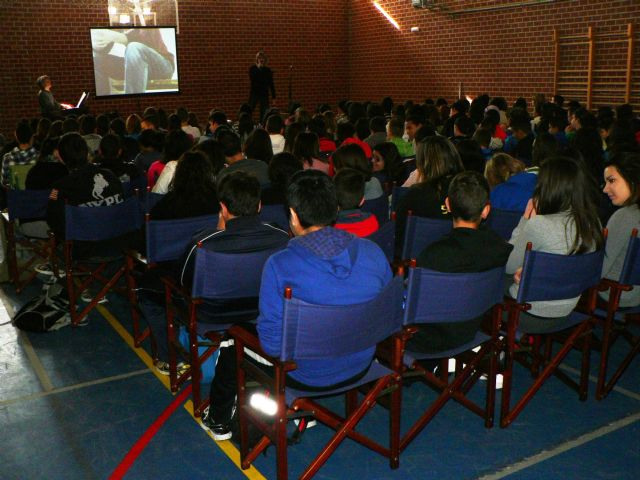 Los jóvenes del Felipe II y Domingo Valdivieso aprenden valores cívicos en 3 idiomas - 1, Foto 1