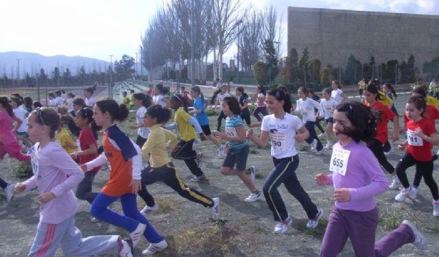 Un total de 26 escolares de Totana participaron en la final regional de campo a trav�s benjam�n y alev�n de deporte escolar, Foto 1