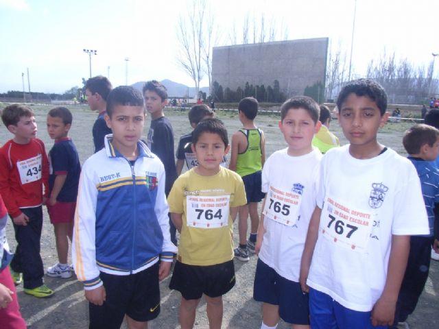 Un total de 26 escolares de Totana participaron en la final regional de campo a trav�s benjam�n y alev�n de deporte escolar, Foto 3
