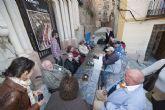 Servicios Sociales y el bar La Catedral enseñan a los jubilados el Teatro Romano