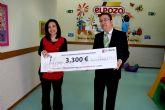 La Guarder�a Antonio Fuertes hace entrega del dinero recaudado con la venta de su calendario solidario a la Federaci�n Española de Hemofilia