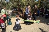 """Alumnos de la Escuela Municipal Infantil """"Clara Campoamor"""" celebran una procesión por el parque municipal"""