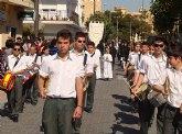 Los alumnos del San Pedro Apóstol protagonizan el traslado en procesión de la imagen de San Juan