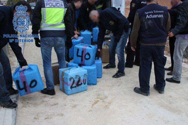 Incautados 2.250 kilogramos de hachís que iba a ser introducido de madrugada a través de la costa murciana - 1, Foto 1