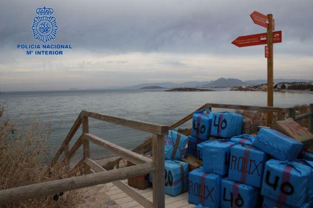 Incautados 2.250 kilogramos de hachís que iba a ser introducido de madrugada a través de la costa murciana - 2, Foto 2