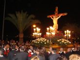 Los vecinos de Lo Pagán acompañan al Cristo del Mar Menor en el vía crucis del miércoles Santo