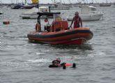 Cruz Roja simula el rescate de náufragos de una embarcación en llamas en la I Sea World Exhibition