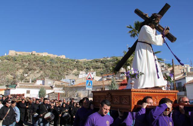 Puerto Lumbreras celebra el Vía Crucis por el casco antiguo y hasta el entorno del Castillo de Nogalte recientemente rehabilitado - 1, Foto 1