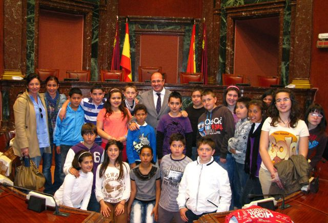 Alumnos del Colegio Público Asunción Jordán de Puerto Lumbreras visitan la Asamblea Regional - 1, Foto 1