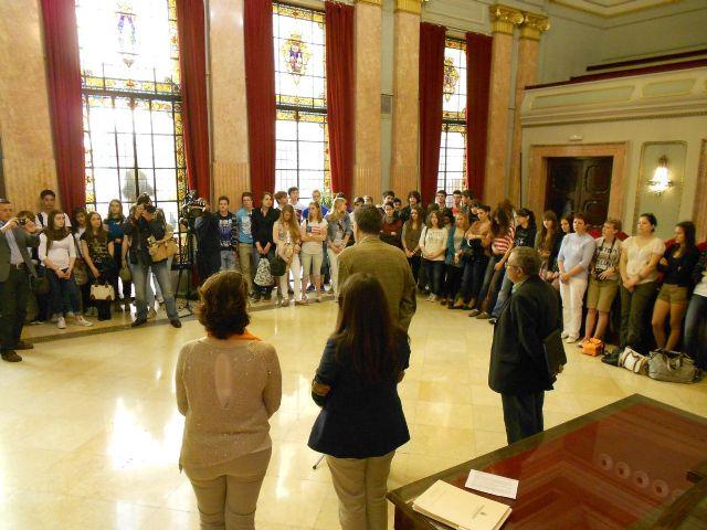 María Dolores Sánchez recibe a los participantes en el proyecto Comenius liderado por el IES Cascales - 2, Foto 2