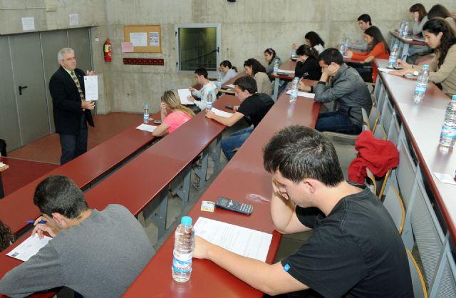 Alumnos de segundo de bachillerato participan en la Olimpiada de Economía y Empresa - 1, Foto 1