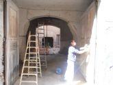 Acometen trabajos de arreglo y mantenimiento de los principales elementos ornamentales catalogados en la Casa del General Aznar