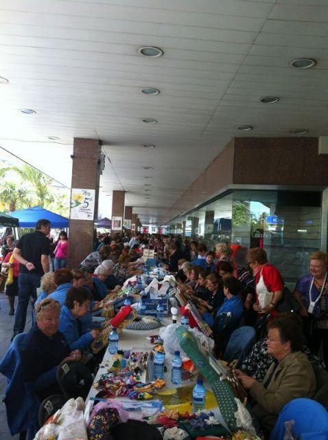 El encaje de bolillos reúne a más de 500 personas en el centro de la ciudad de Murcia - 1, Foto 1