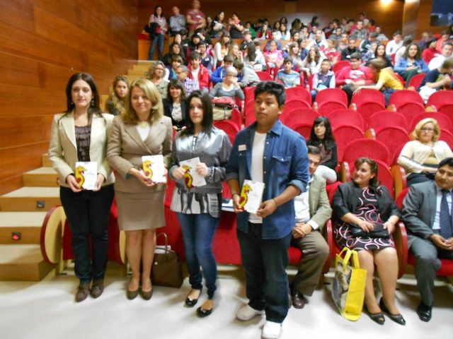 Dos alumnos del IES Miguel Espinosa publican un libro - 1, Foto 1