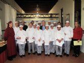 Los 14 alumnos del Curso de Cocina de Servicios Sociales, preparados para trabajar