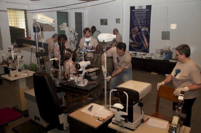 Los voluntarios de Azul en Acción realizan cerca de 2.300 intervenciones y consultas oftalmológicas en Togo - 3, Foto 3