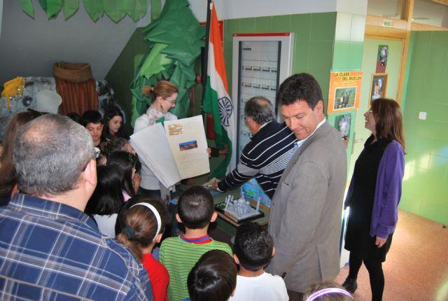 El alcalde y la concejala de Educación viajan con Julio Verne de la mano de los niños del centro Ricardo y Codorniu, Foto 1