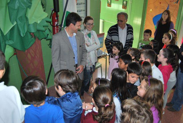 El alcalde y la concejala de Educación viajan con Julio Verne de la mano de los niños del centro Ricardo y Codorniu, Foto 2
