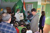 El alcalde y la concejala de Educaci�n viajan con Julio Verne de la mano de los niños del centro Ricardo y Codorniu