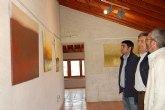 El pintor Salvador Hernández expone su mundo onírico en la Torre Vieja de Alguazas