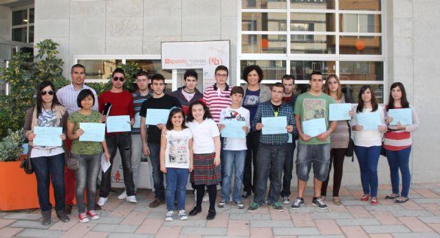 El Ayuntamiento entrega 20 becas para transporte escolar a estudiantes lumbrerenses - 1, Foto 1