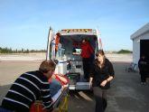 Los voluntarios de Protección Civil se  preparan  para atender la ambulancia del servicio