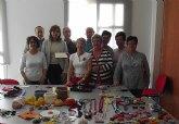 Mujeressolidarias donan el dinero recaudado con sus manualidades a los másnecesitados del municipio