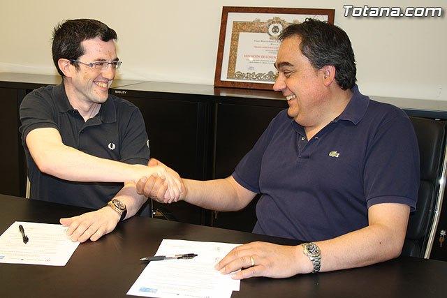 La Asociación de Comerciantes de Totana y Totana.com firman un convenio de colaboración para la promoción on-line del comercio, Foto 2