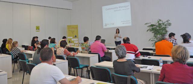 El Centro de Emprendedores muestra a cerca de 100 lumbrerenses la función de los nuevos ´Community Managers - 1, Foto 1