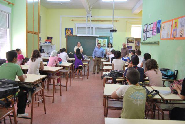 Los alumnos del IES Valle de Leiva aprenden de la importancia de la separación selectiva de residuos domésticos, Foto 1