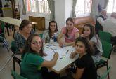 Encuentro intergeneracional entre los socios del Hogar de los Mayores torreño y los niños del colegio 'San José'