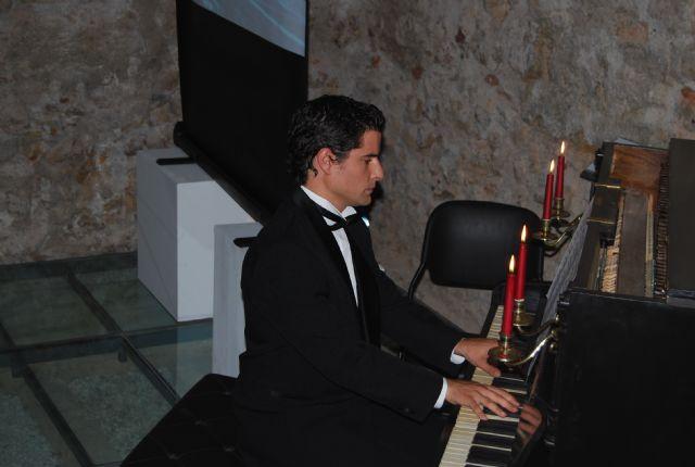 Las teclas del antiguo piano que presidió el salón principal del Balneario de Alhama volvieron a sonar después de 100 años, Foto 2