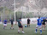 Policía Local y Guardia Civil homenajean al recientemente jubilado Sargento de la Policía, José Caracena, con un emocionante partido de fútbol