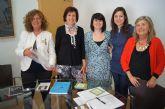 La alcaldesa y la concejal de Fomento se reúnen con AFAMMER para establecer líneas de colaboración en materia de formación