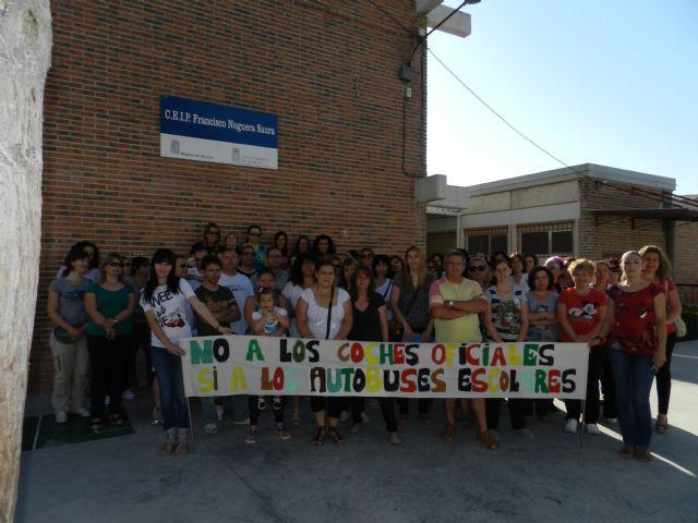 La FAPA Juan González denuncia la supresión del transporte escolar que afectará a muchos de alumnos de primaria y secundaria de la Región de Murcia, Foto 1