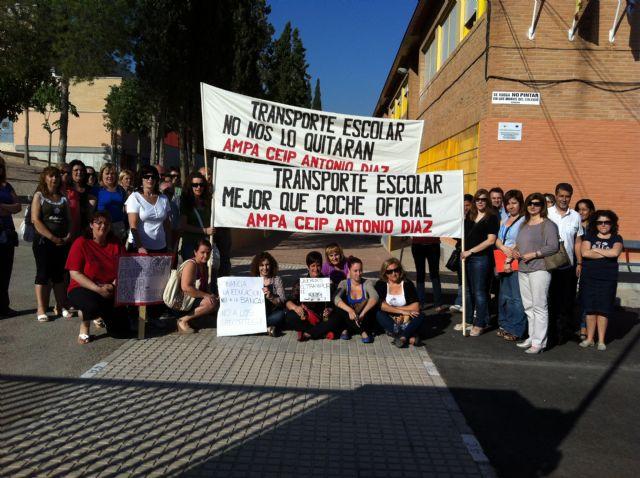 La FAPA Juan González denuncia la supresión del transporte escolar que afectará a muchos de alumnos de primaria y secundaria de la Región de Murcia, Foto 3