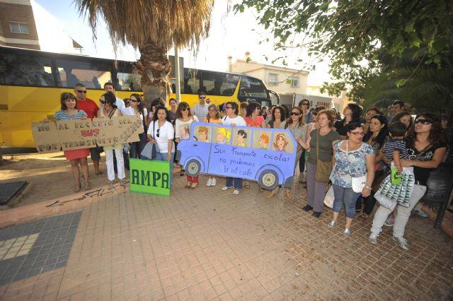 La FAPA Juan González denuncia la supresión del transporte escolar que afectará a muchos de alumnos de primaria y secundaria de la Región de Murcia, Foto 8