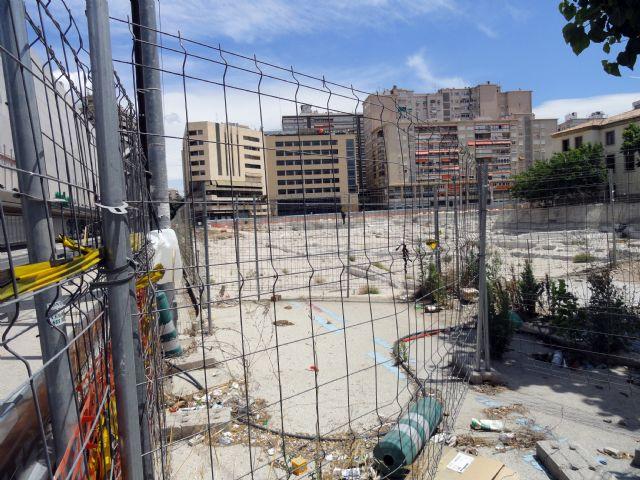 El Grupo Socialista exige la limpieza y vallado del yacimiento de San Esteban convertido en una escombrera - 1, Foto 1