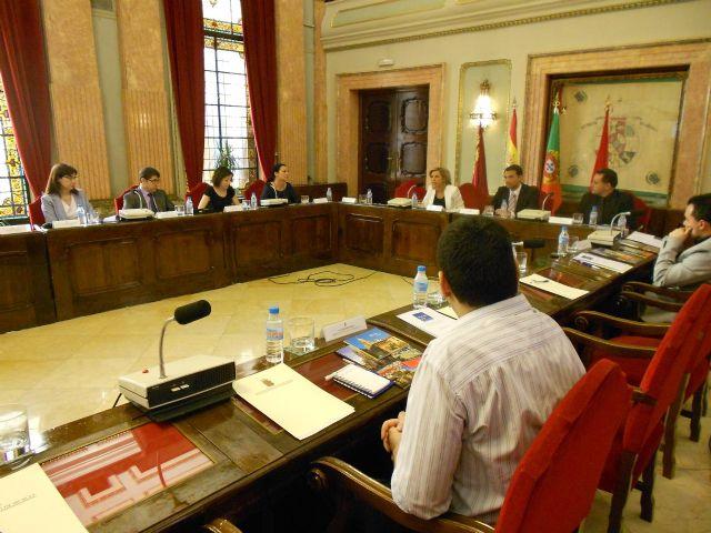 Martínez-Cachá presenta el Acuerdo de Murcia, que contiene la hoja de ruta para implantar la movilidad eléctrica en las ciudades - 1, Foto 1