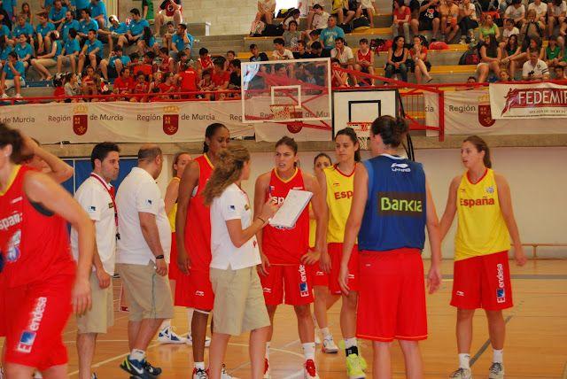 Más de 2.000 personas presenciaron el entrenamiento da la selección española femenina de baloncesto en el  Día del Minibasket  en San Javier - 1, Foto 1