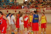Más de 2.000 personas presenciaron el entrenamiento da la selección española femenina de baloncesto en el  Día del Minibasket  en San Javier