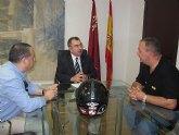 El consejero Manuel Campos recibe al preside nte de la Plataforma Motera por la Seguridad Vial de la Regi�n de Murcia