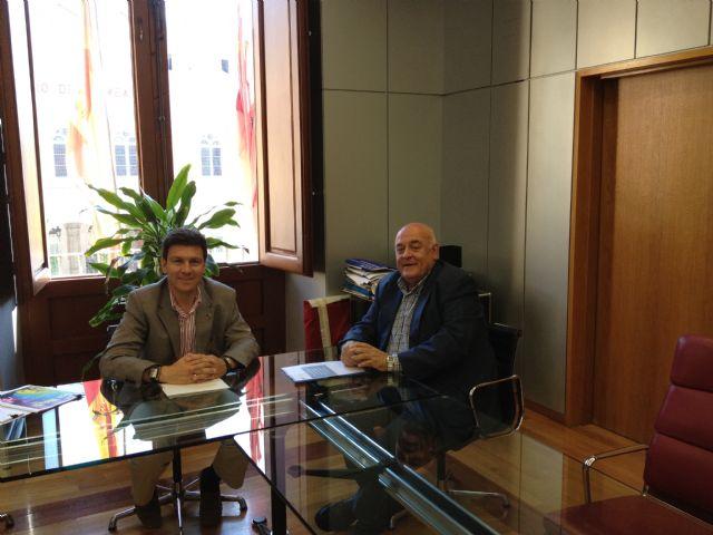 El alcalde inicia las gestiones para lograr la Declaración de Interés Turístico Nacional de Los Mayos, Foto 1